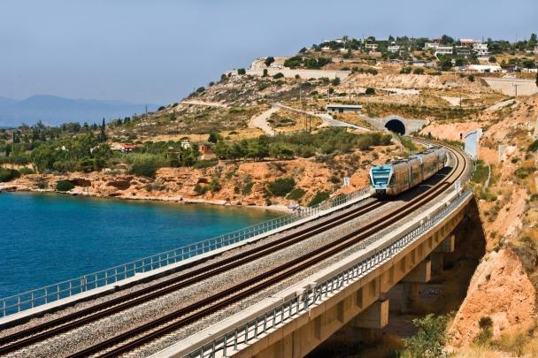 greek_train_crossing_a_bridge_greece
